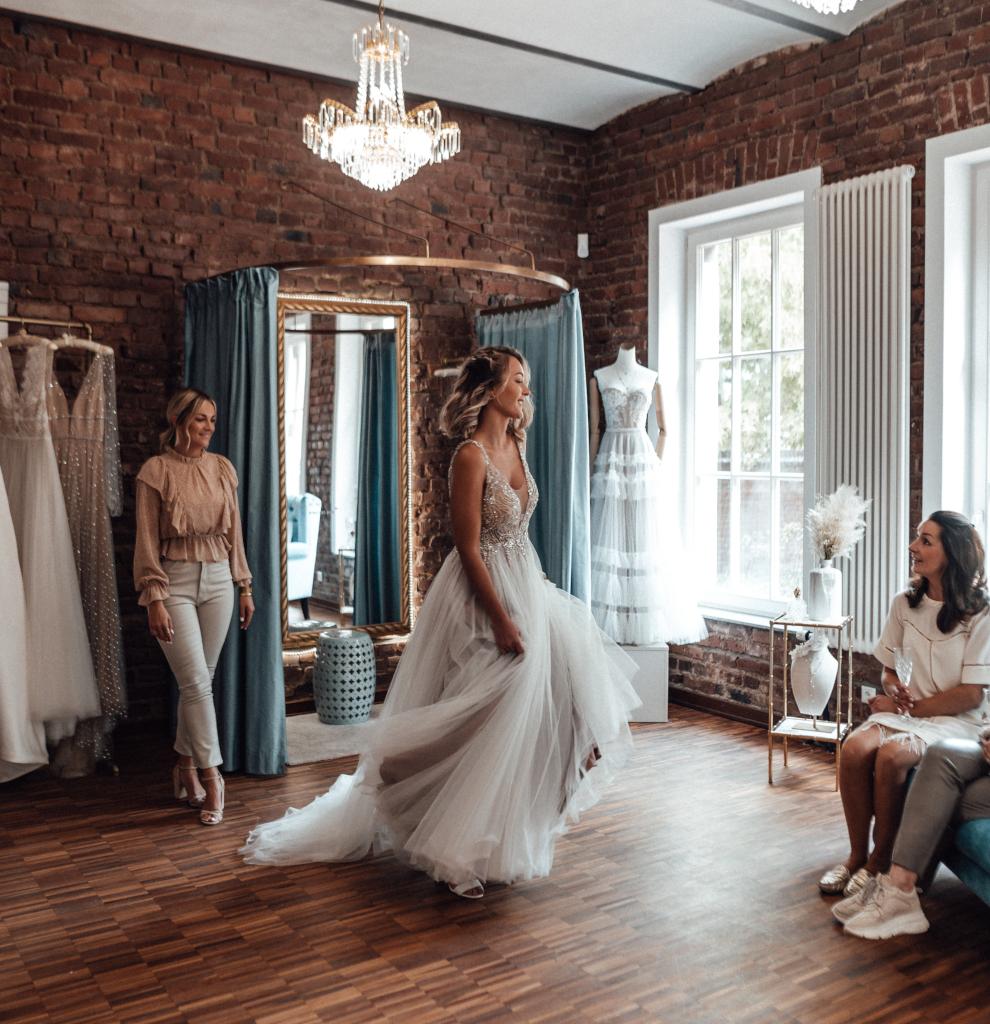 Mobiles Hintergrundbild der Startseite - Finde dein Brautkleid